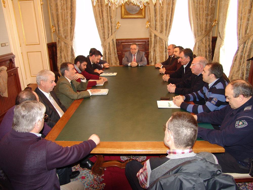 Con representantes das empresas de transporte, taxistas e clubes ciclistas.
