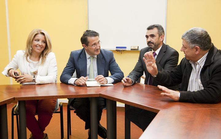 O alcalde e a concelleira cos presidentes da Asociación, sección Hospedaxe e Restauración, José Antonio Liñares e Jesús Sordo.