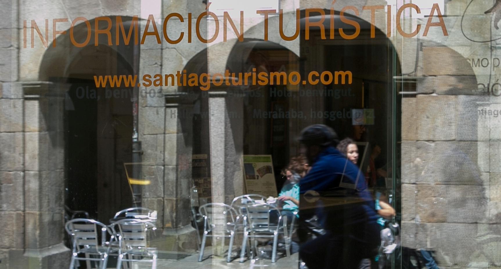 Turismo de santiago promociona a cidade na feira for Oficina de turismo santiago de compostela