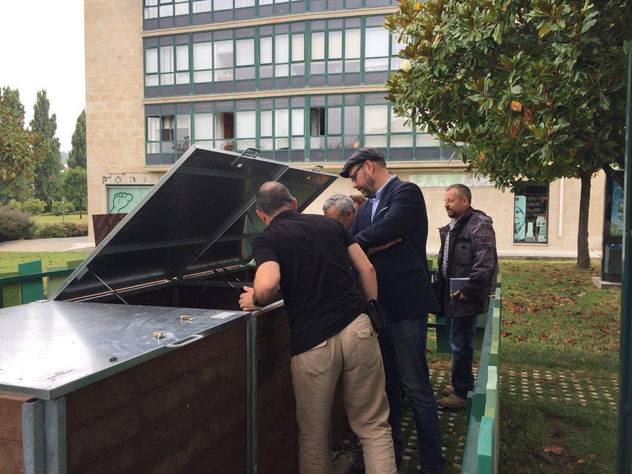 O alcalde visitou a illa de compostaxe de Galeras