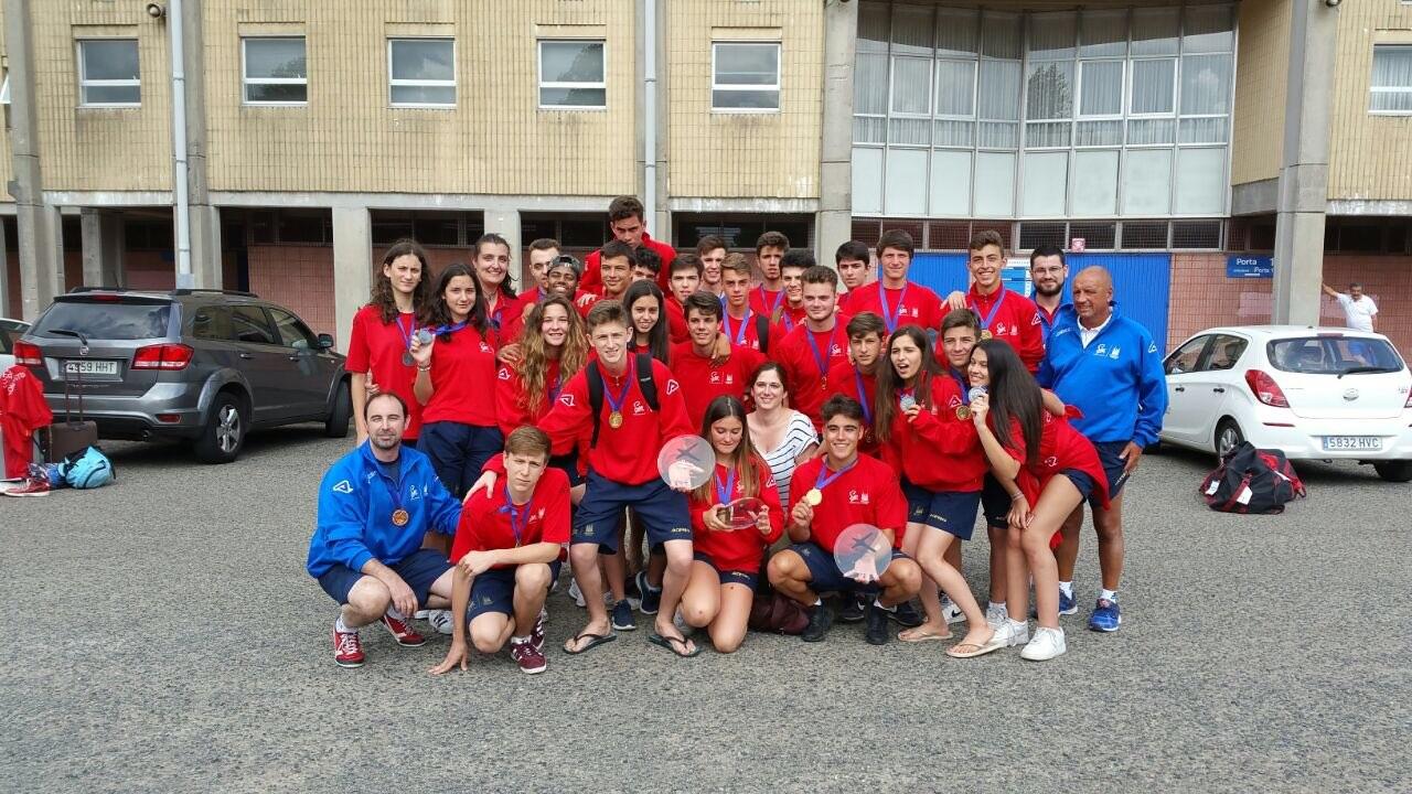 A concelleira de Deporte, Noa Morales, recibiu a delegación composetelá tras a súa participación nos Xogos.