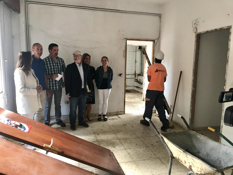 No interior da antiga vivenda do conserxe, agora en obras.
