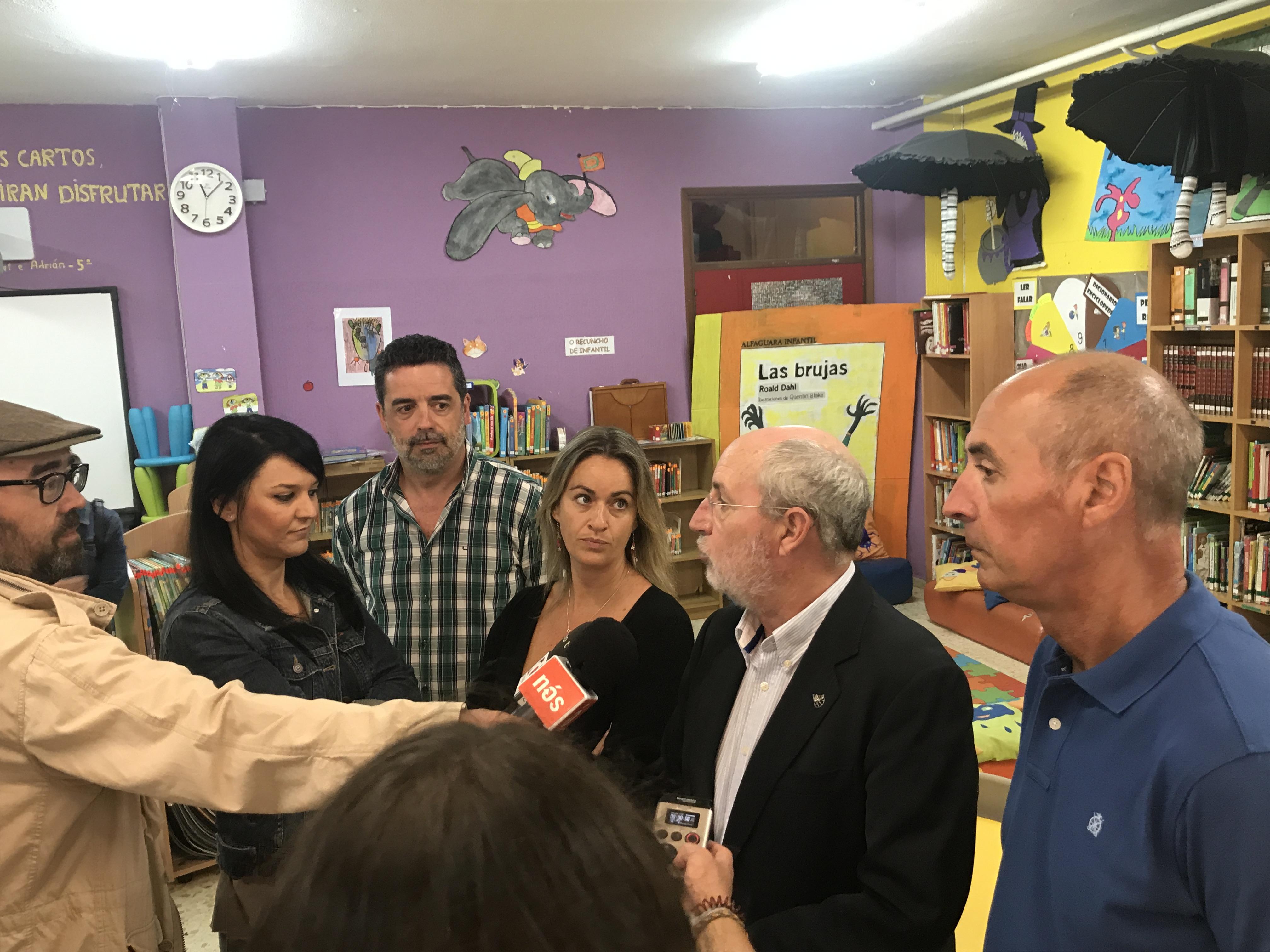 Manuel Dios antendendo os medios.