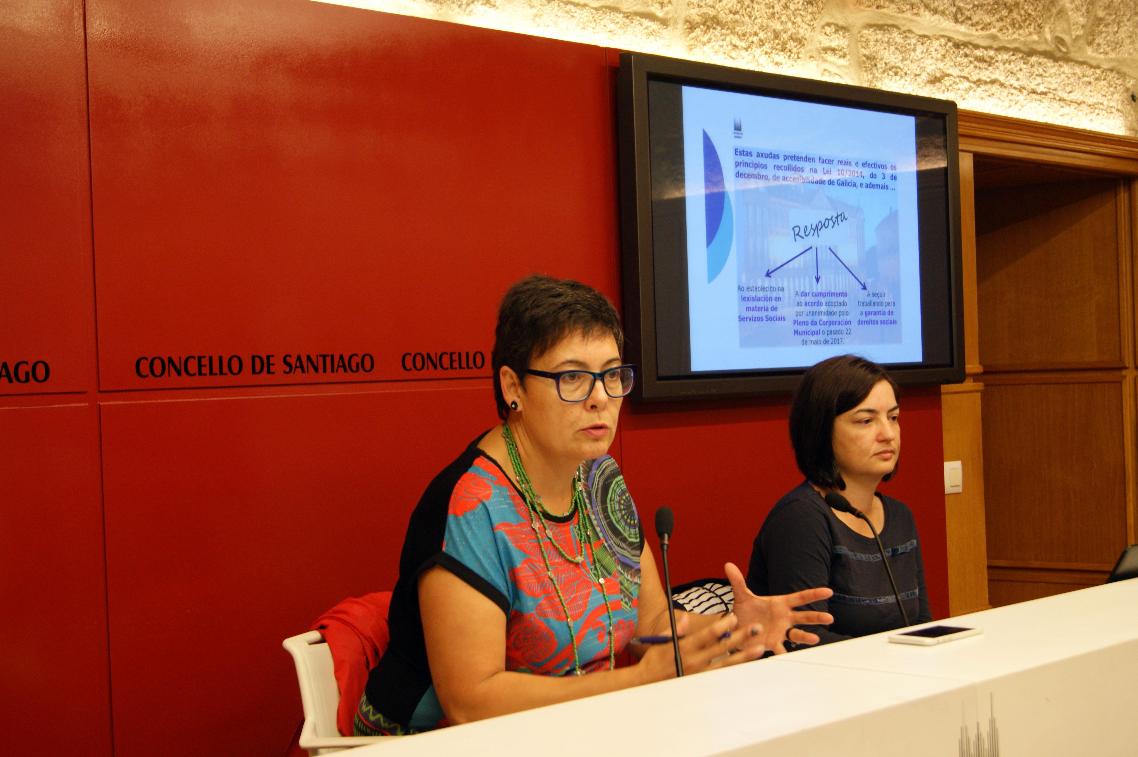 A concelleira e a traballadora social explicaron as características do bono.