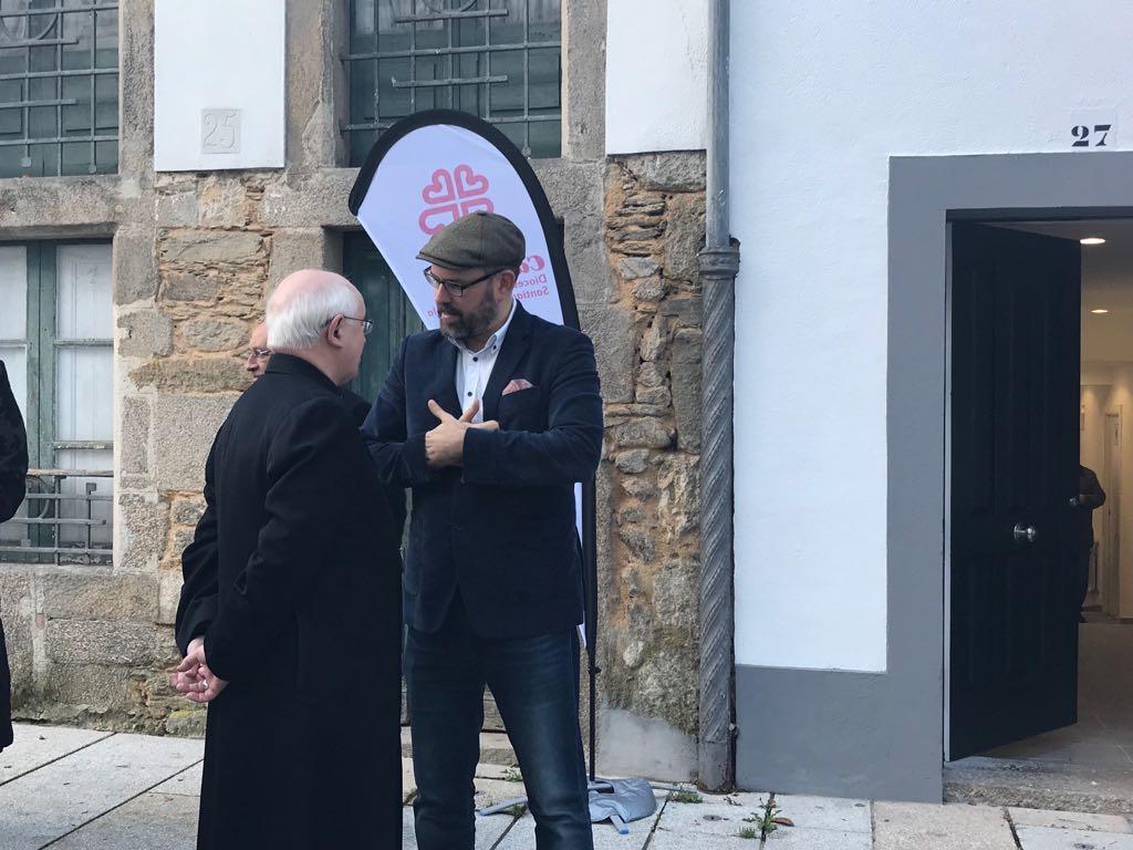O alcalde conversa con arcebispo.