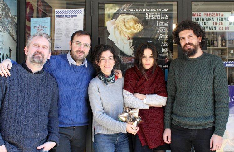 Integrantes de Numax co seu Premio da Cultura Galega