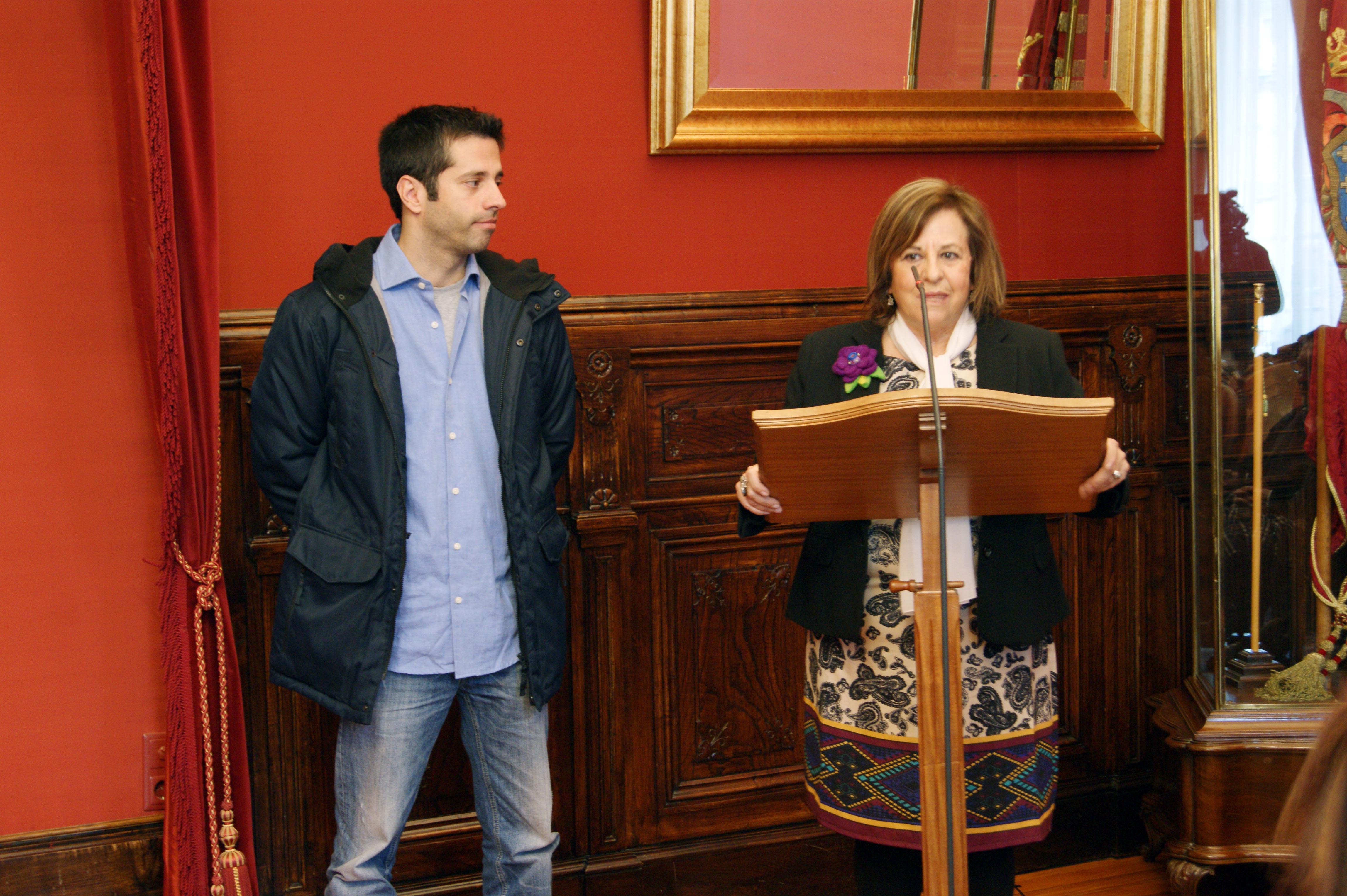 Pablo Ces e Aurora Marco agradecendo o premio recibido.