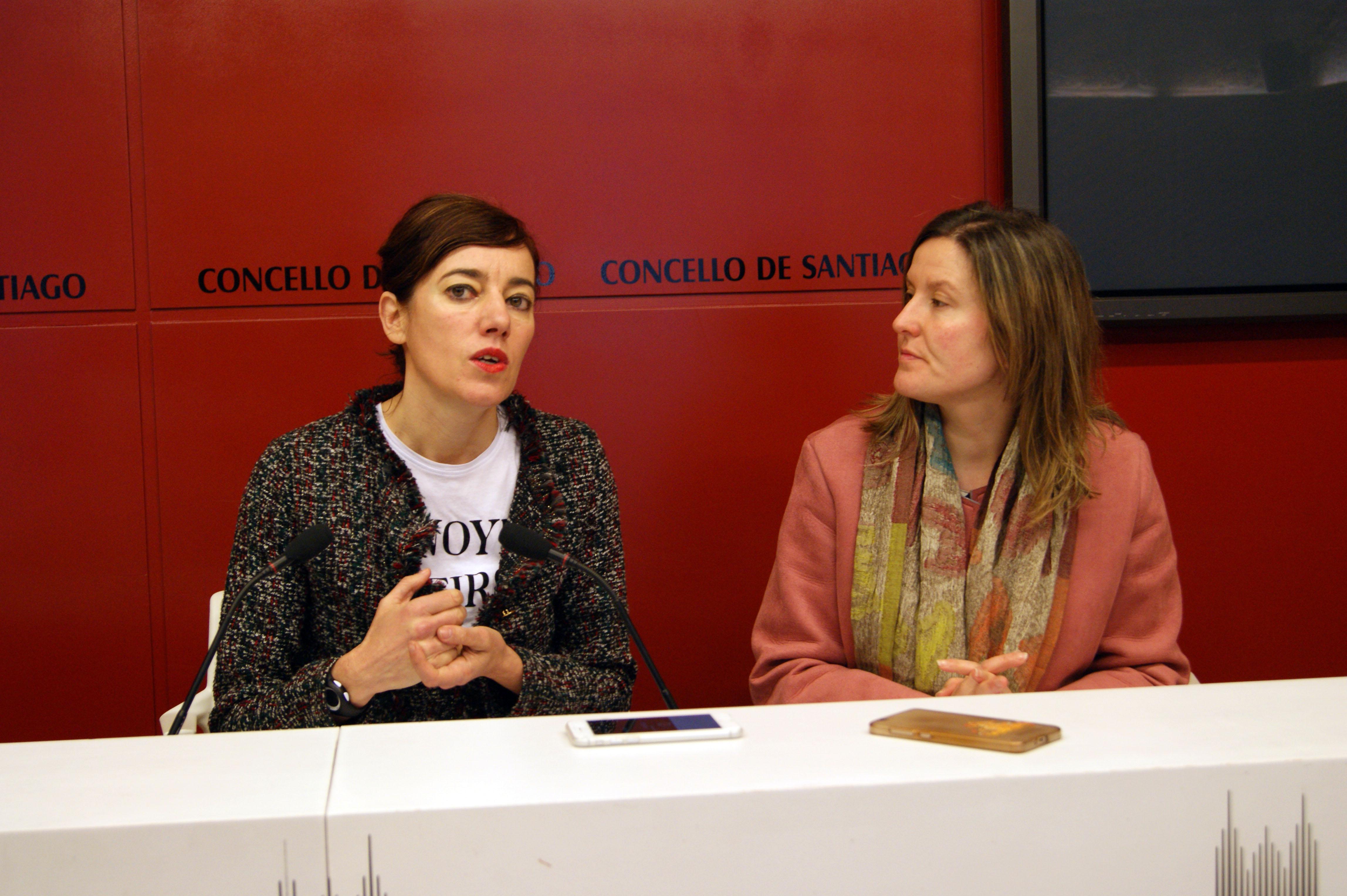 A concelleira Marta Lois e a técnica de Comercio Lucía Castro.