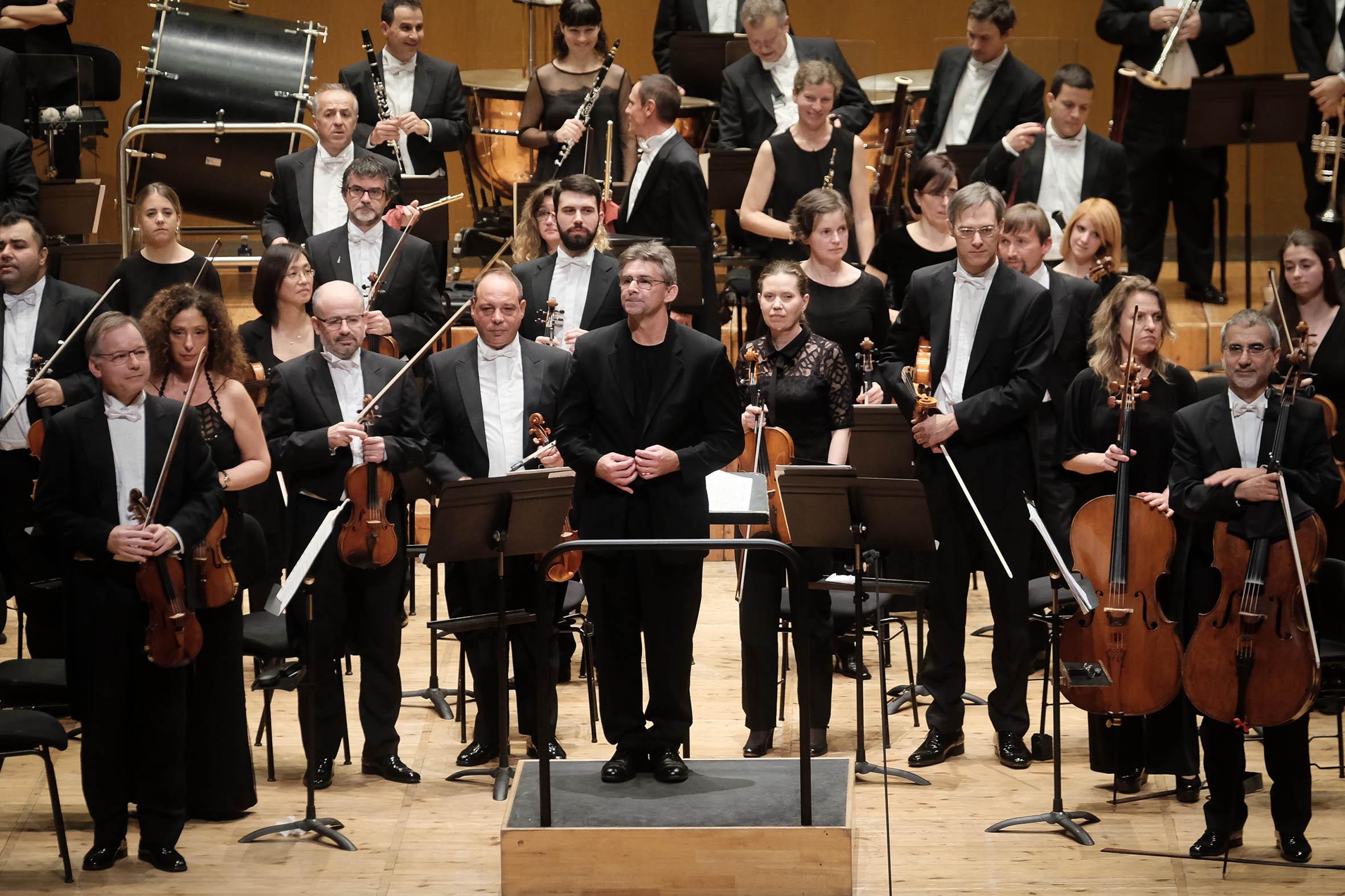 A Real Filharmonía de Galicia dirixida por Jonathan Webb.