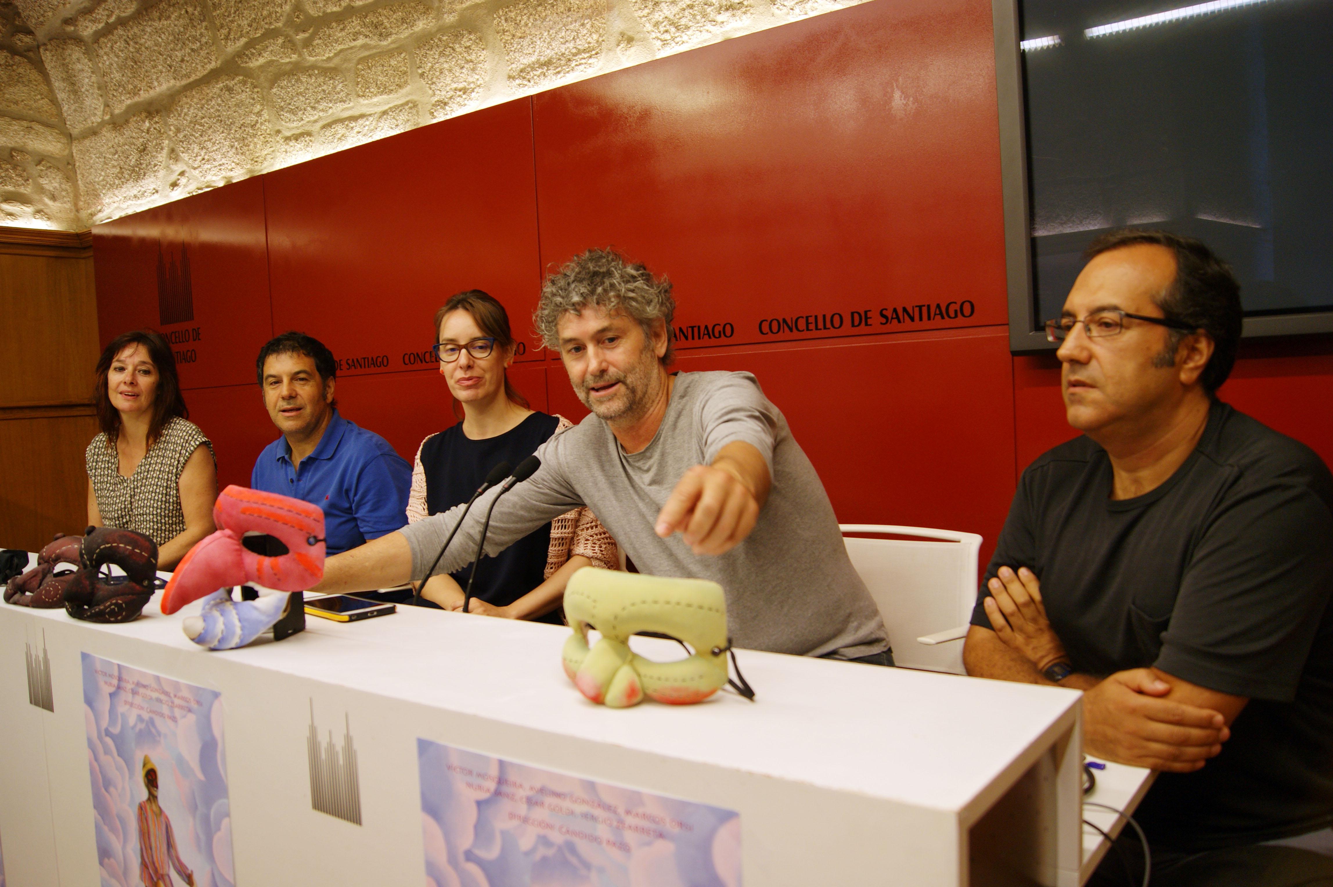 Nuria Sanz, Víctor Mosqueira, Branca Novoneyra, Cándido Pazó e Fernando Reyes na presentación da obra.