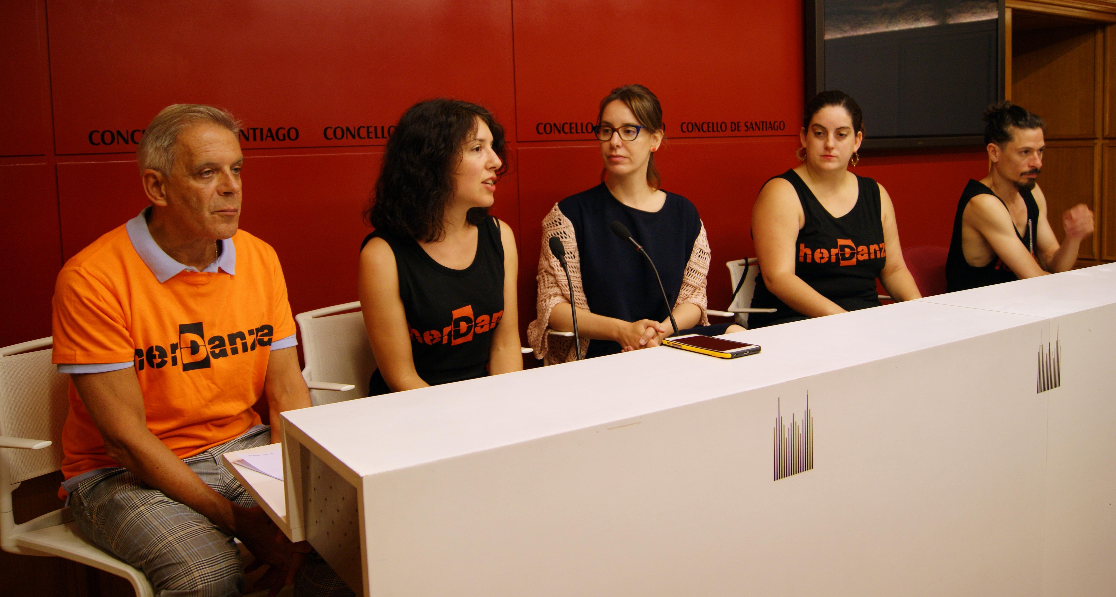 Juan Carlos Zahera, Xiana Vilas, Branca Novoneyra, Isabel Sánchez e Leodán Rodríguez presentaron o evento.