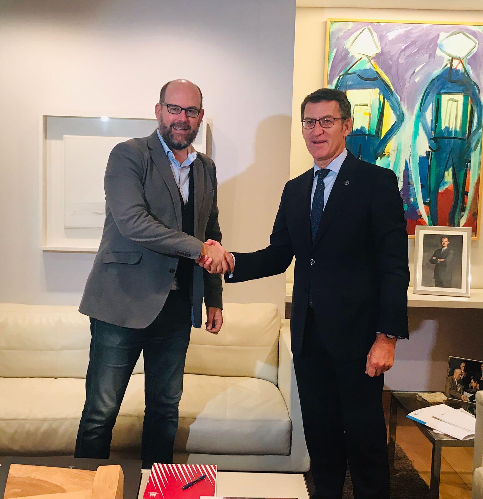 Saúdo entre o alcalde compostelán e o presidente da Xunta.