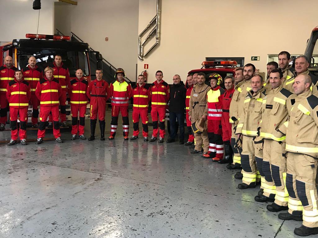 Unha imaxe máis de parte dos integrantes do Servizo de Extinción de Incendios.