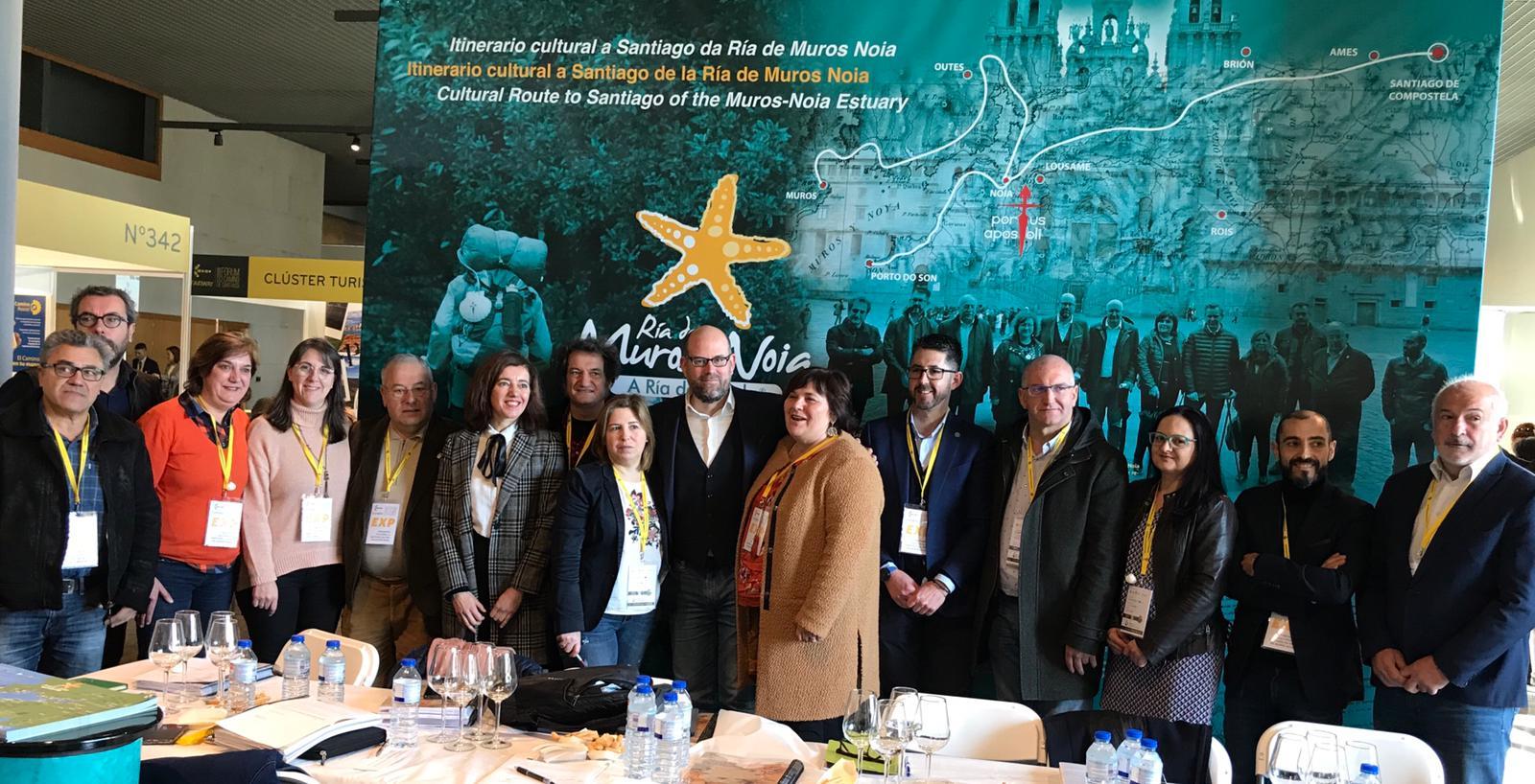 O alcalde cos participantes na xuntanza dos concellos da Ría de Muros-Noia