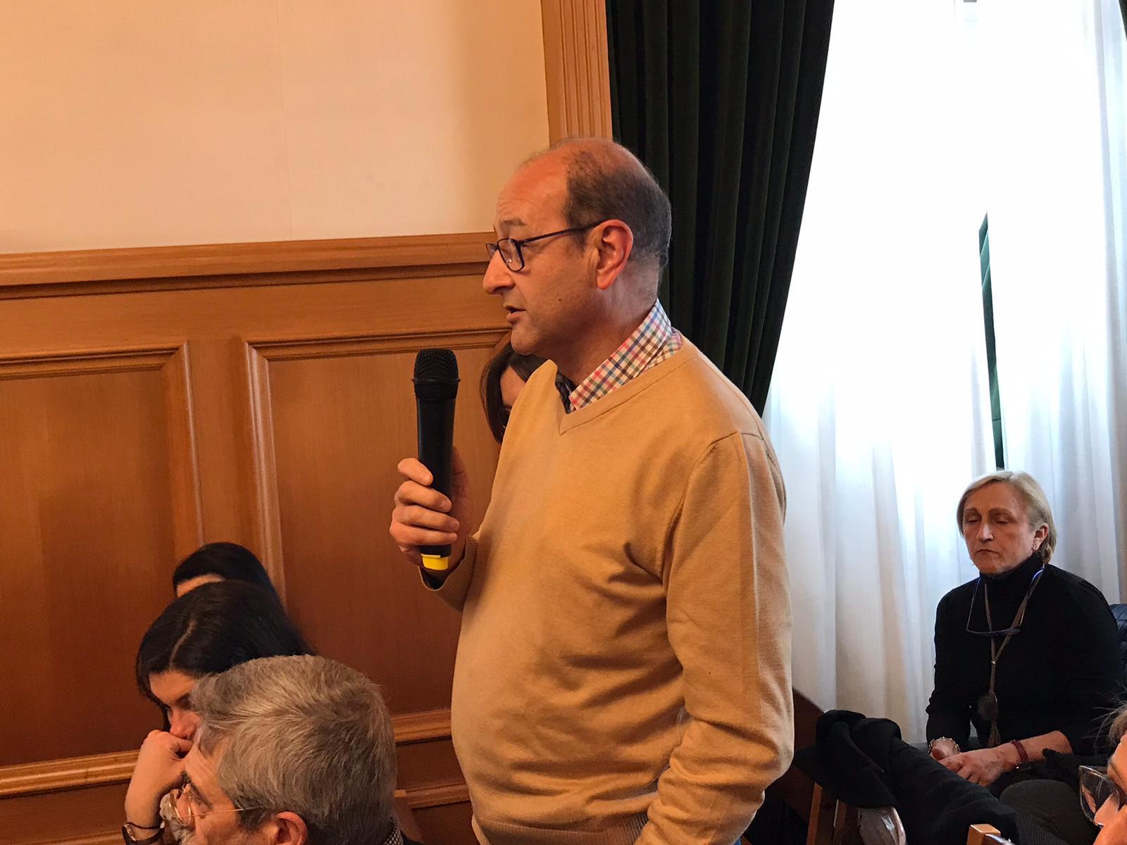 Delmiro Prieto, de Santiago Centro, intervén no Pleno.