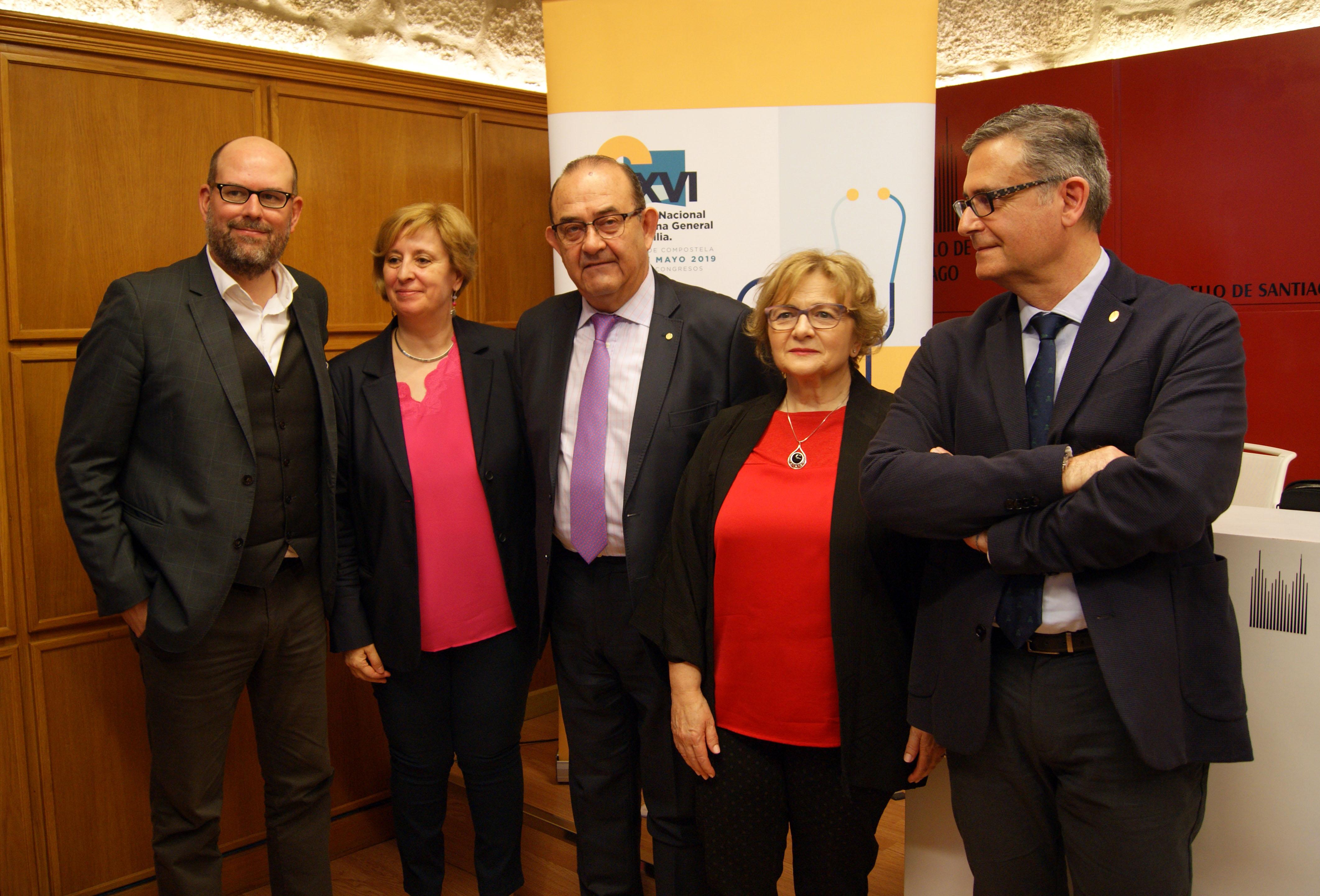 Martiño Noriega, Pilar Rodríguez, Antonio Fernández-Prol, Mercedes Otero e Lorenzo Armenteros na sala de prensa de Raxoi..