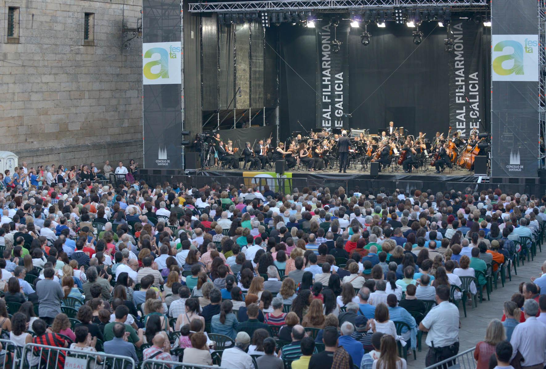 A Real Filharmonía é sinónimo de cheo en cada actuación na Quintana.