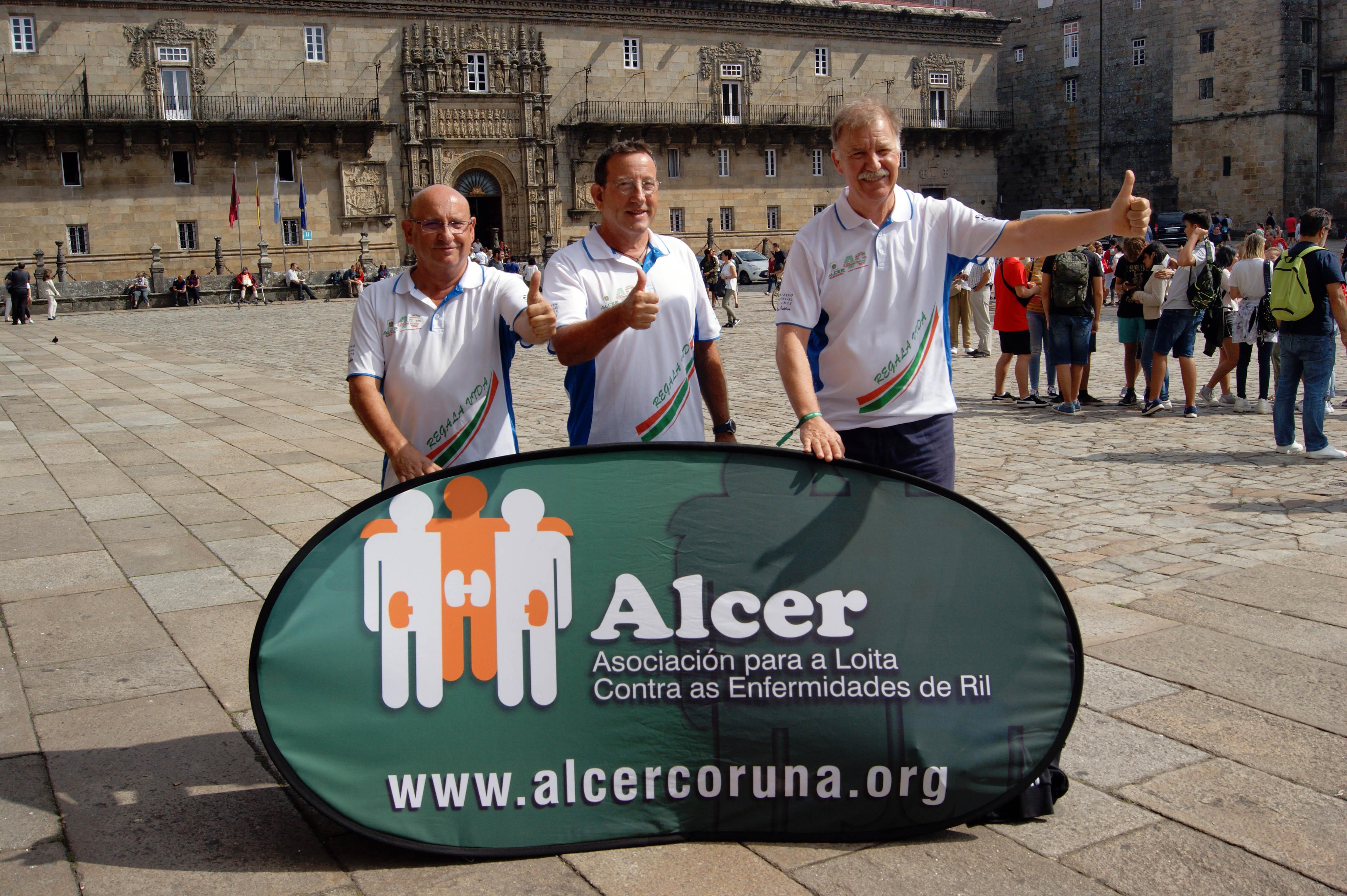 Vicente Marcos, Miguel Ángel Marcos e Toni Arques na praza do Obradoiro.