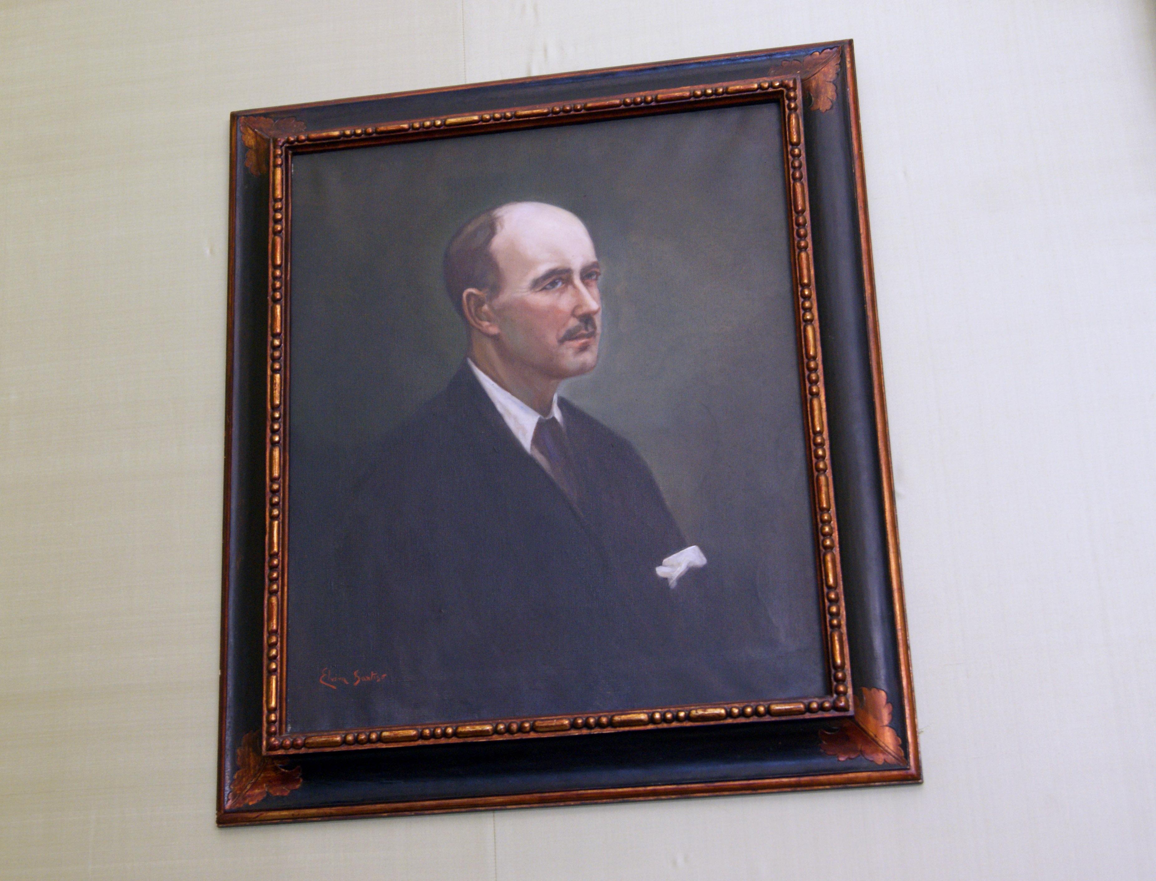 O retrato de Francisco Javier Vázquez Enríquez na súa ubicación en Raxoi.