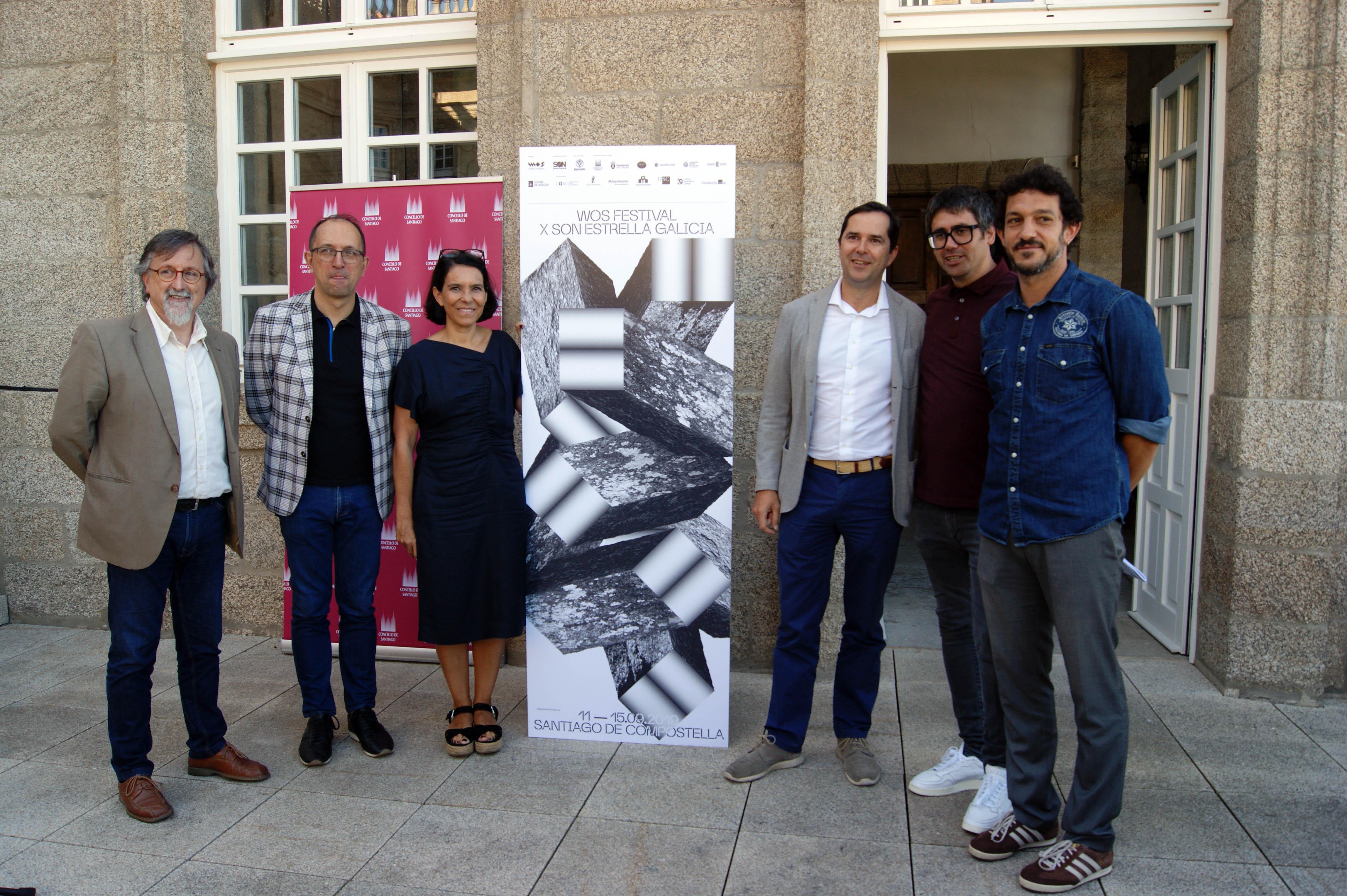 Xurxo Couto, Anxo Lorenzo, Mercedes Rosón, Jacobo Sutil, Iván Arias e Víctor Mantiñán na terraza de Raxoi.