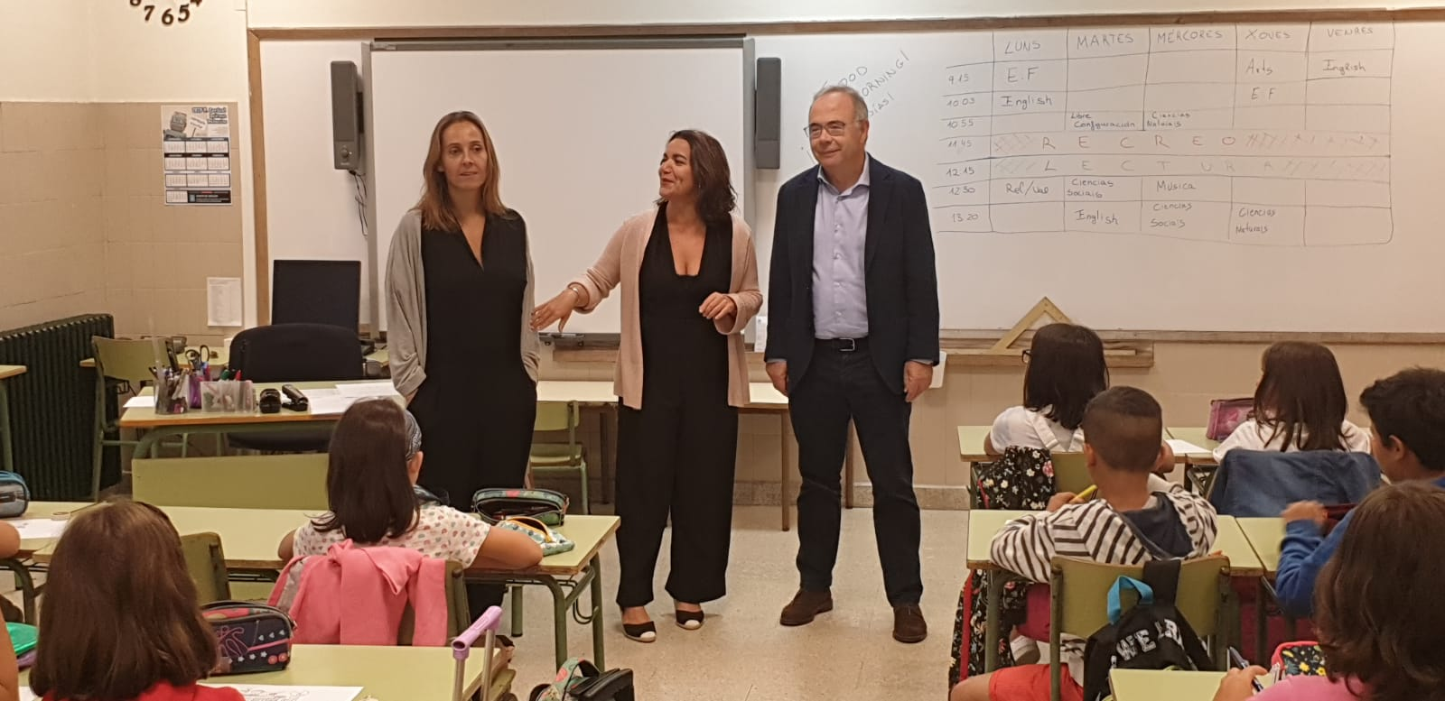 O alcalde e a concelleira de Educación pasaron a saudar os rapaces e rapazas.