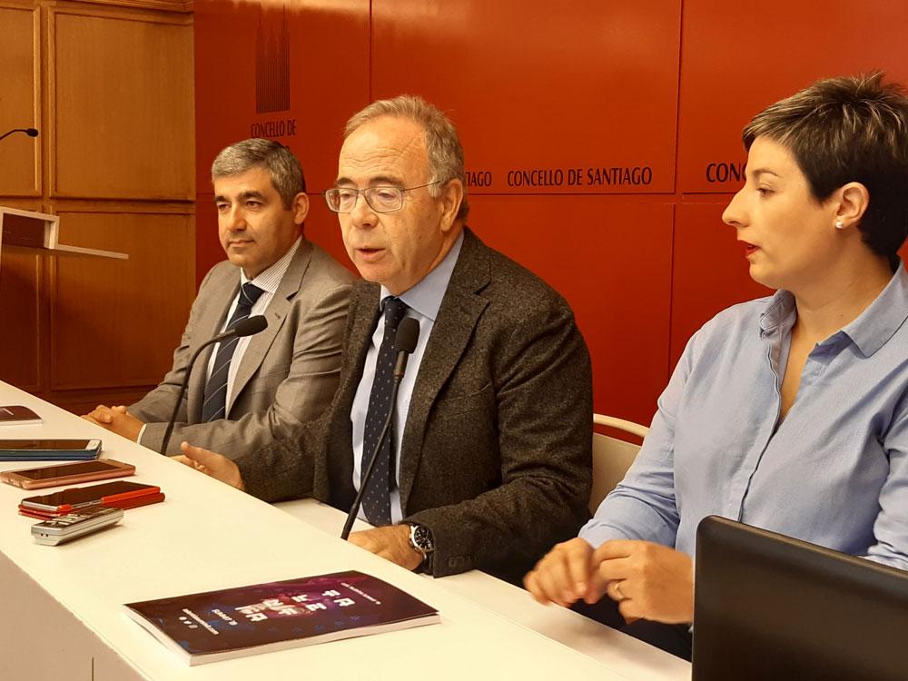 Javier Represas, Xosé Sánchez Bugallo e Bea García Cibeiro, na Sala de Prensa do Pazo de Raxoi