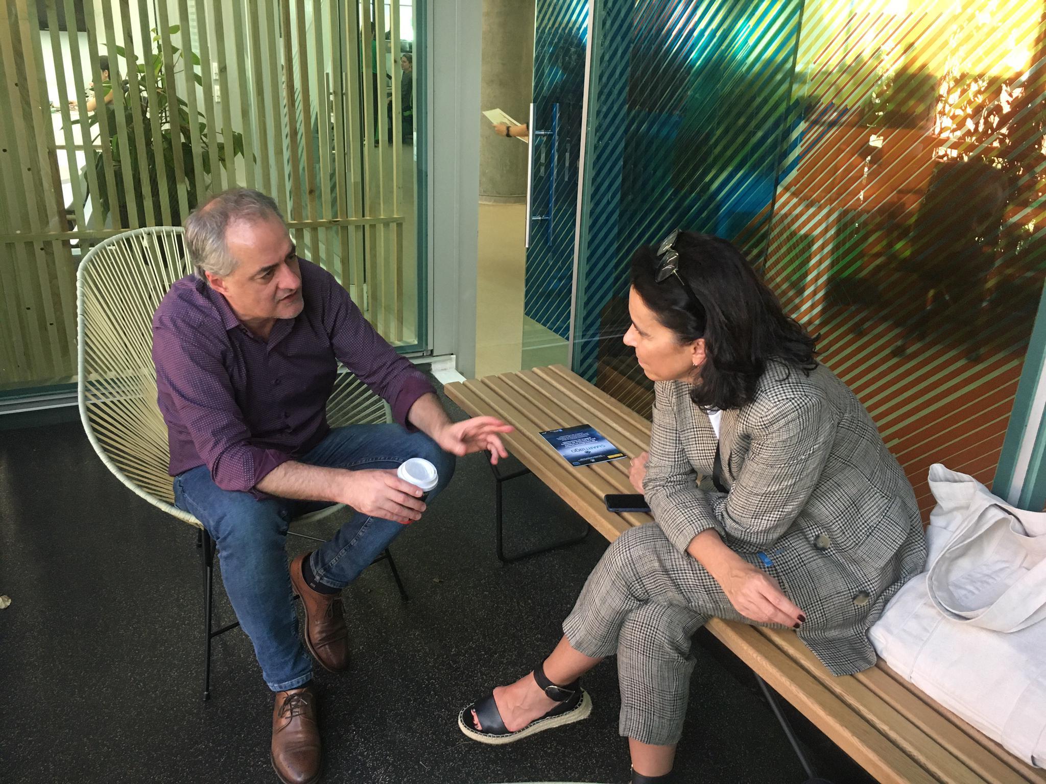 Mercedes Rosón con Elkin Echeverri, director de Planificación e Prospectiva de Ruta N.