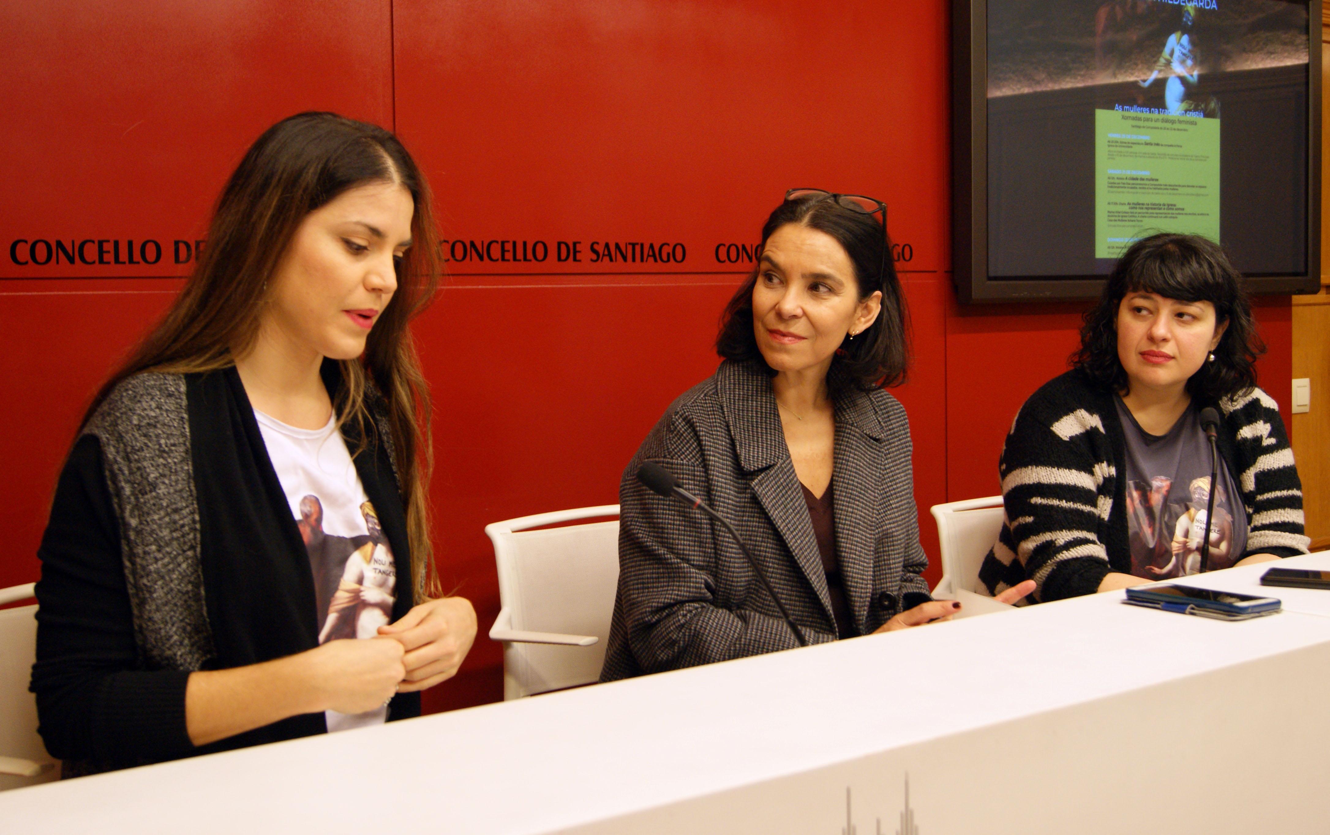 Inés Salvado, Mercedes Rosón e Lorena Conde durante a rolda de prensa.