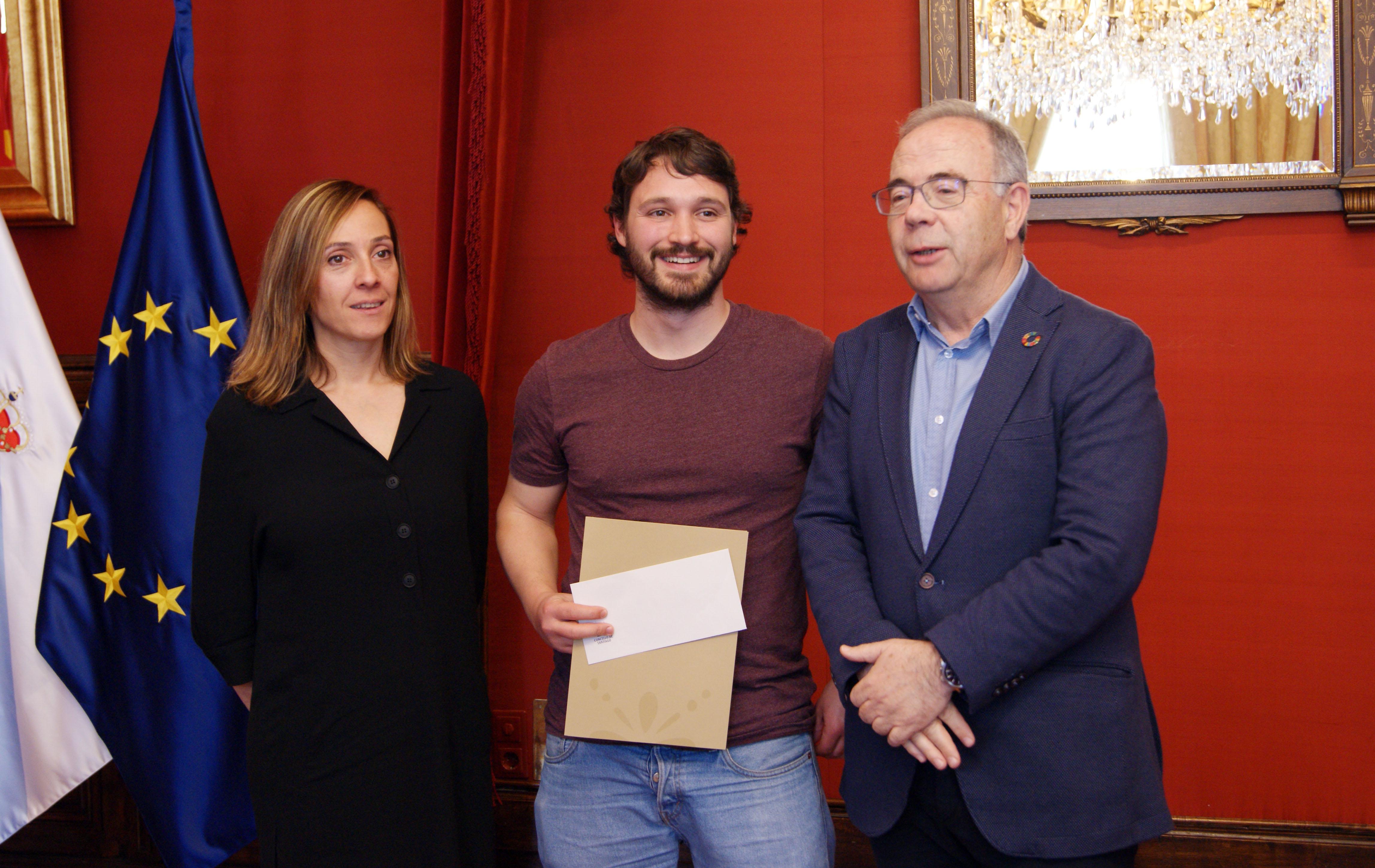 Noa Díaz, Santiago Teijelo e Xosé Sánchez Bugallo ao rematar o acto.
