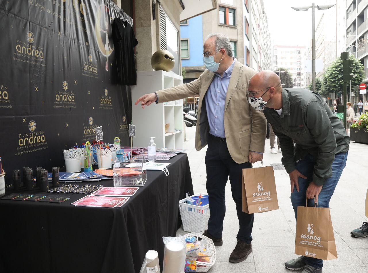 Xosé Sánchez Bugallo e Gonzalo Muíños no posto da Fundación Andrea.