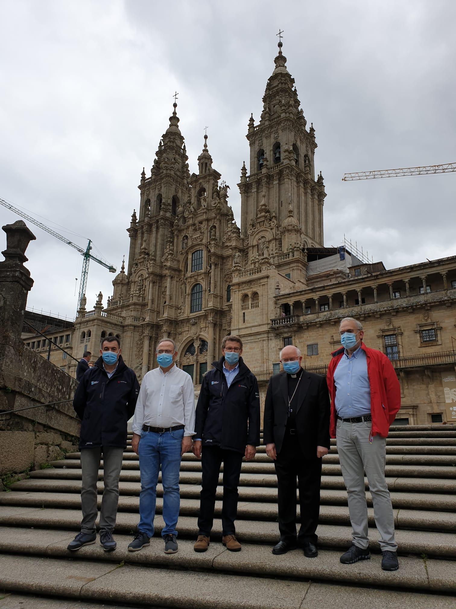 Román Rodríguez, Xosé Sánchez Bugallo, Alberto Núñez Feijóo, Julián Barrio e Sindo Guinarte no Obradoiro.