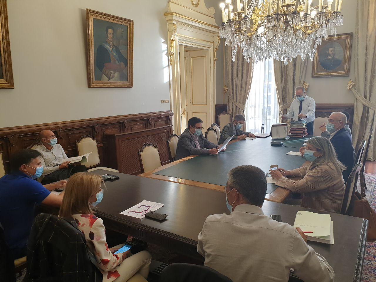 O Concello aproba a convocatoria de axudas ao comercio, á hostalería e ao sector cultural