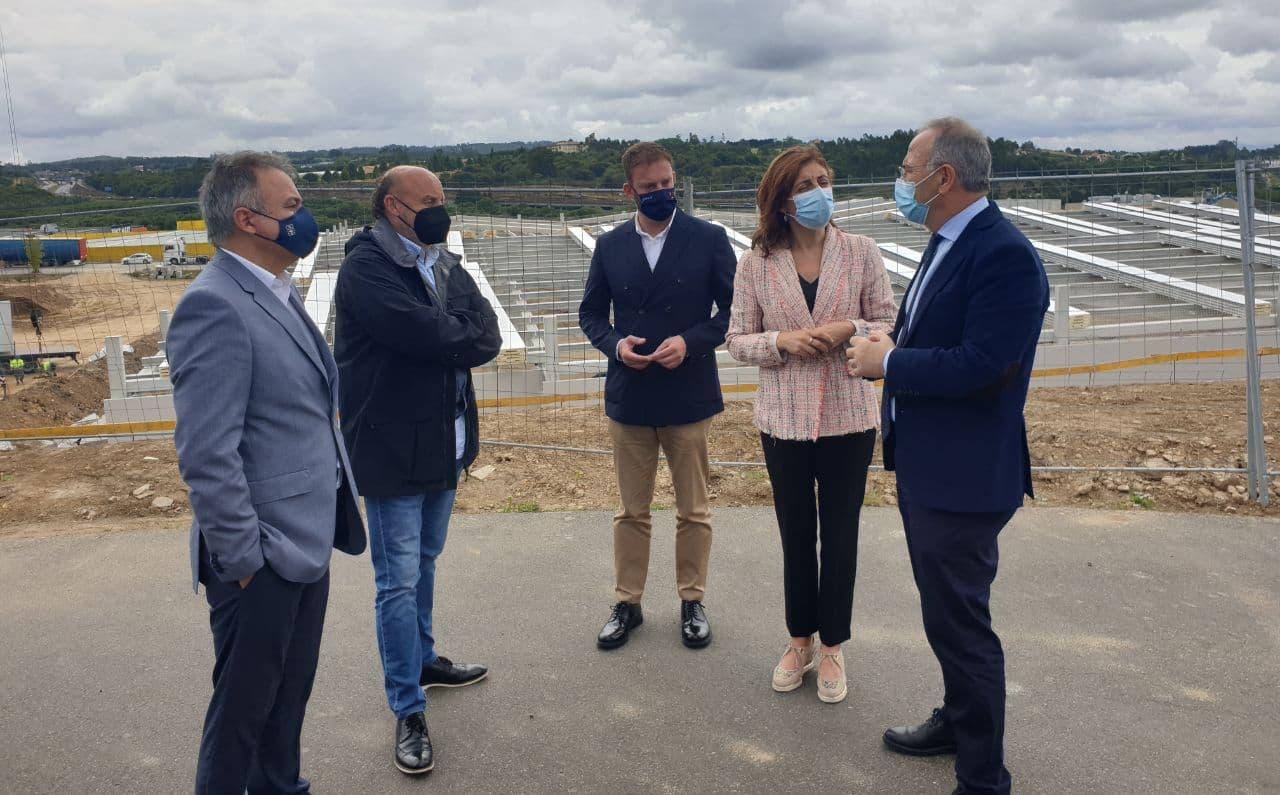 O alcalde e a conselleira de Medio Ambiente, Territorio e Vivenda constatan a boa marcha do polígono da Sionlla
